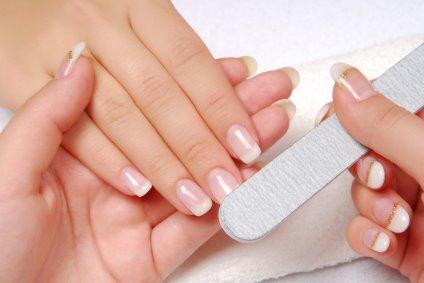 6 remedii naturiste pentru rasfatul unghiilor tale