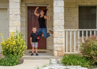 Când copiii nu-s acasă, părinții joacă pe masă! 25 de imagini amuzante despre începutul școlii