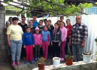Să ajutăm o familie cu 17 copii din Nisporeni!